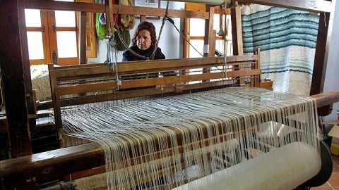 "Learn how to weave a ""jarapa"" (rug)"