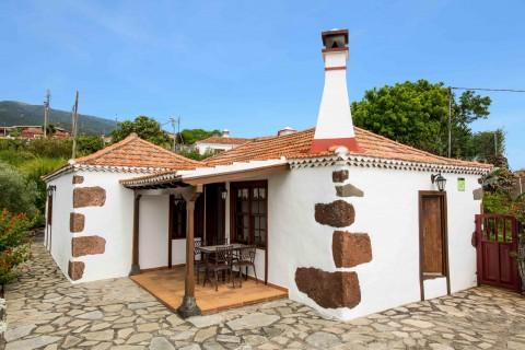 "Pirchigo Rural Houses ""La Camelia"" and ""La Charola"""